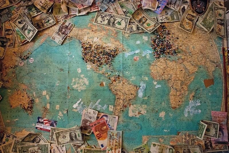 כסף מסביב למפת העולם