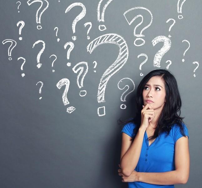 אישה עם מלא סימני שאלה