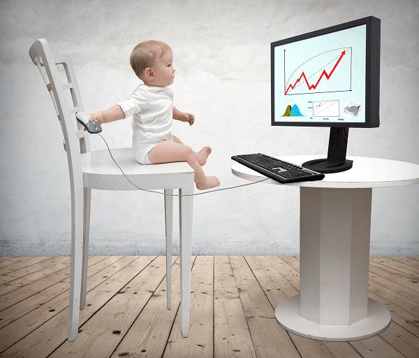 תינוק דבוק למסך