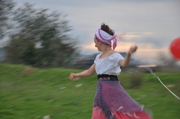 מעיין בן דוד בריקוד ותנועה בטבע