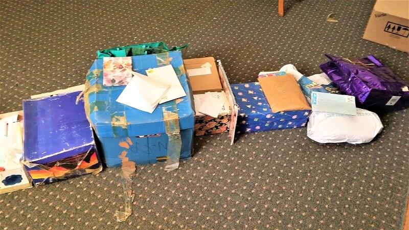 קופסאות של מכתבים אישיים ישנים