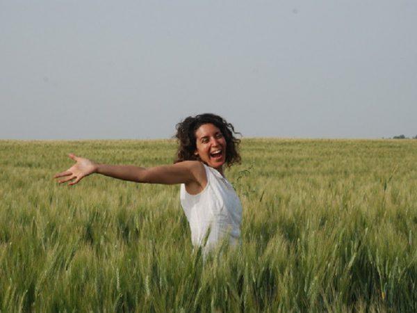 מיכל פולת שמחה בשדה שיבולים