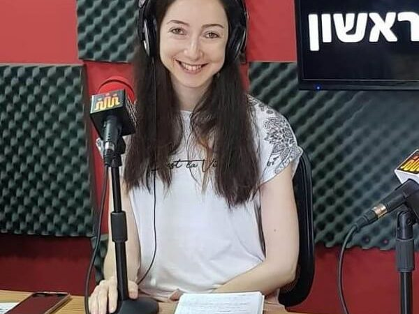 נדיה לובק מתראיינת ברדיו החברתי